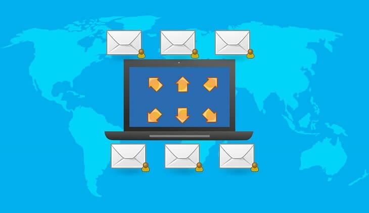 パソコンとメールのイラスト